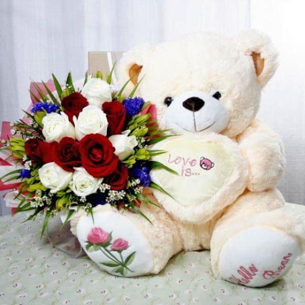 Nounours love qui offre des fleurs for Offre des fleurs